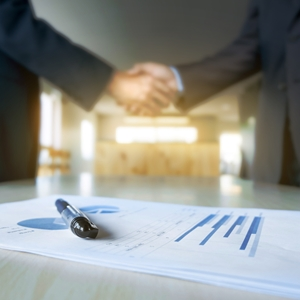 It's good to know what the advantages and disadvantages are of partnerships before signing on the dotted line.